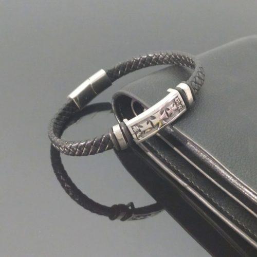 Кожаный браслет с плетеной вставкой