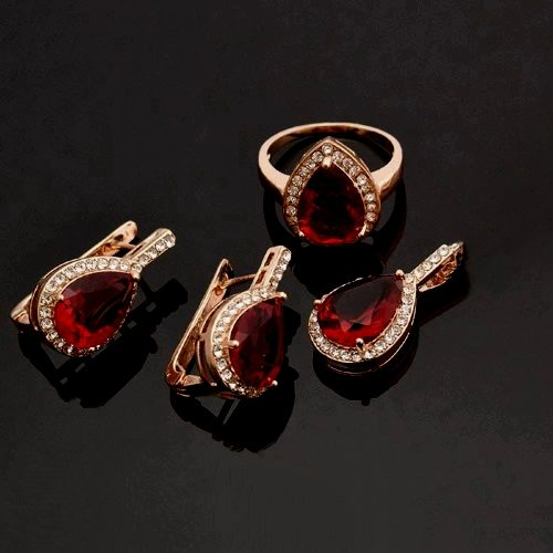 Женский позолоченный комплект с рубинами