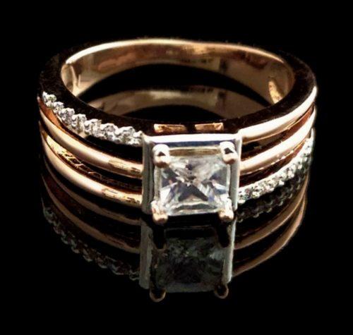 Женское кольцо позолоченное с алмазом